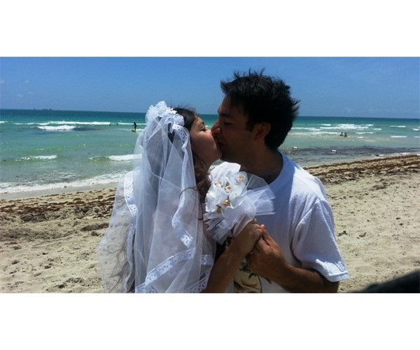 miami_beach_wedding_officiant_couple