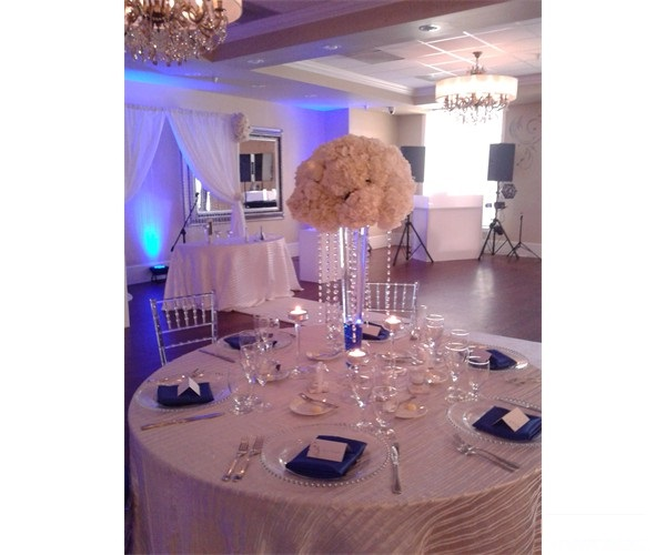 wedding_officiant_table_flowers