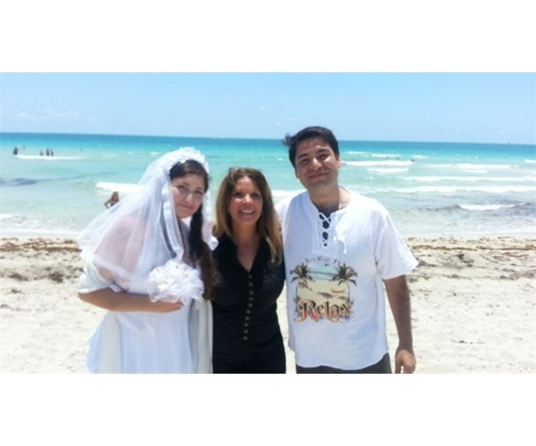 wedding_officiant_with_couple
